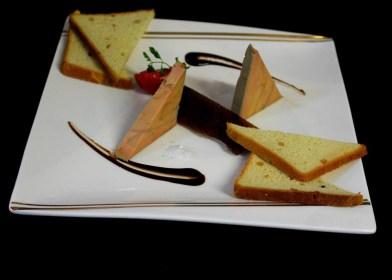 Terrine de foie gras maison, pain de mie aux pignons, gelée de figues