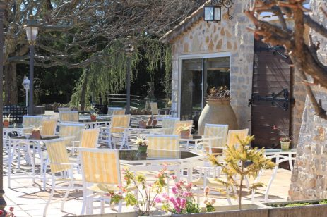 Aux beaux jours, la terrasse avec vue sur Fayence