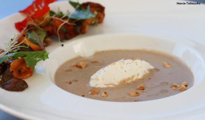 Velouté de champignons à l'huile de noisettes, une recette d'Alain Biles
