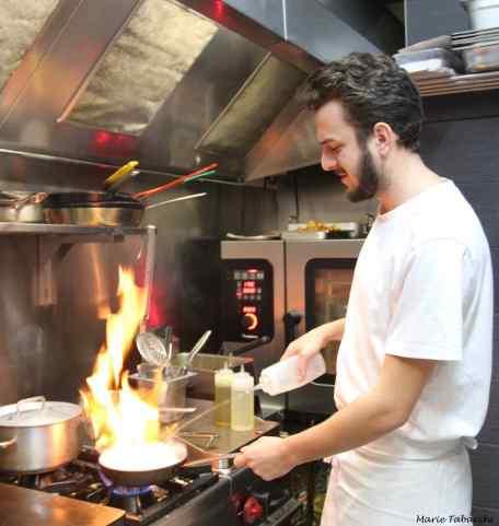 Cécilien Marongui en cuisine