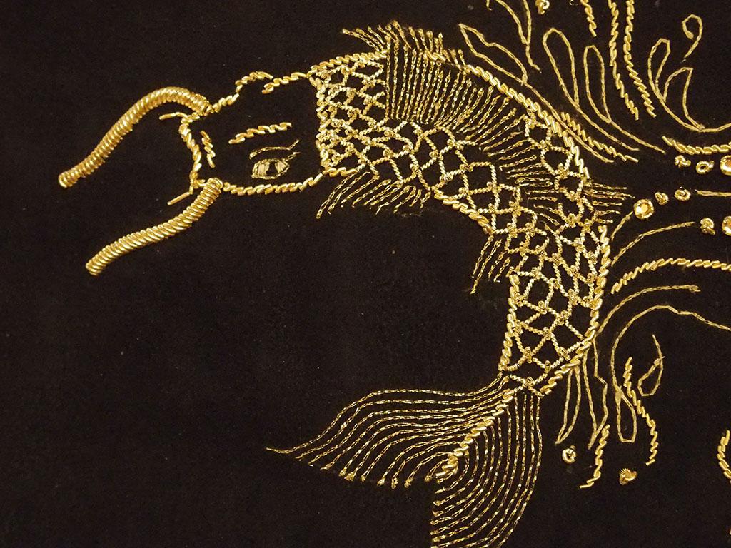 Broderie d'inspiration japonaise réalisée au fil d'or, exposition 2017 du musée des Grenadières