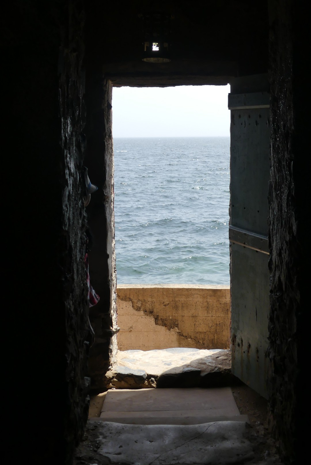 L'océan vu à travers la porte de non retour