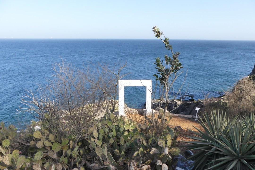 Maison en forme de bateau sur l'île de Gorée