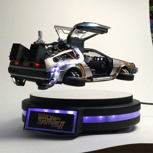 Купить Левитирующий автомобиль из фильма Back to the feature в Москве, купить левитационную модель автомобиля в России. Левитирующие модели DeLorean DMC-12, летающие модели.