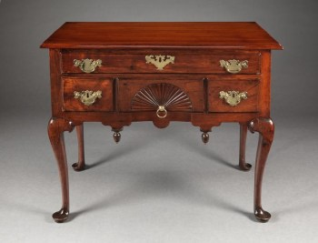 QUEEN ANNE LOWBOY WITH A CARVED FAN DRAWER Massachusetts