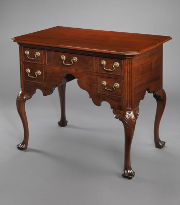 AN IMPORTANT EARLY QUEEN ANNE LOWBOY OR DRESSING TABLE