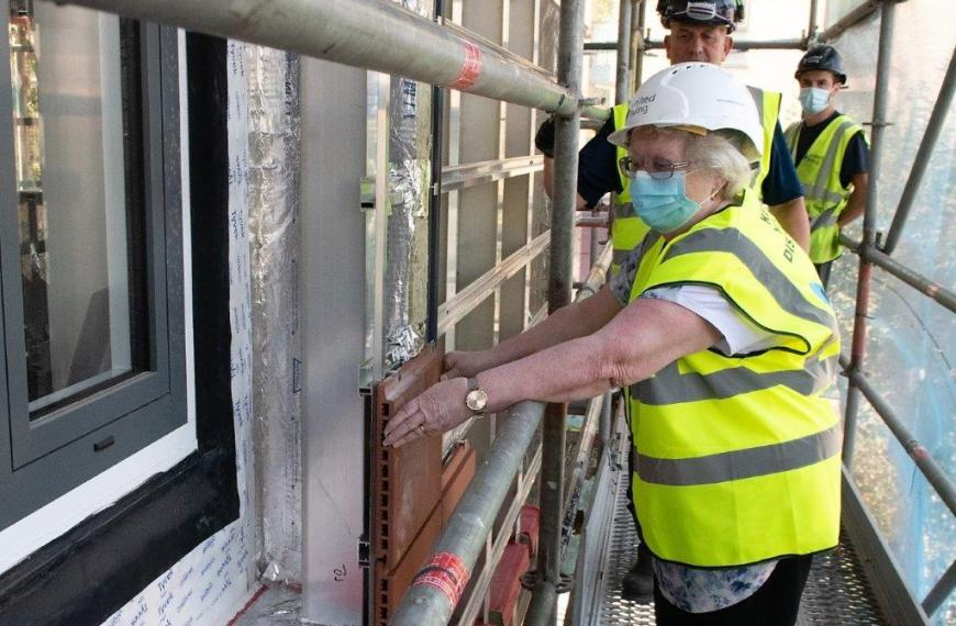 Work begins to fit new tiles to Hatfield Close and Gerrard House