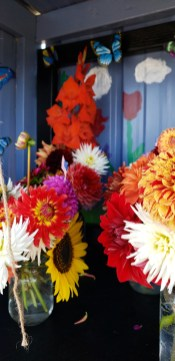 Arrangements at Cyndle's Fresh Cut Flowers