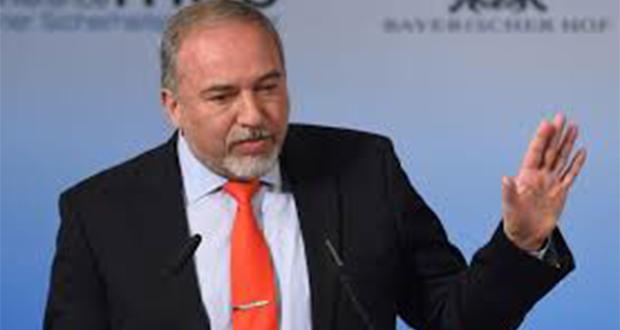 «Nous ne cherchons pas l'aventure. Nous menons une politique de sécurité avec responsabilité et détermination», a lancé M. Lieberman lors d'une visite à Sderot.
