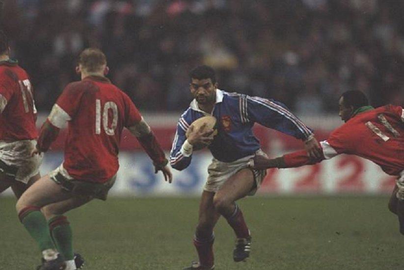 bleus ntamack un nom qui résonne au pays de galles rugby 6 nations xv de départ 15