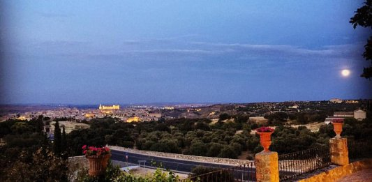 Luna llena sobre Toledo
