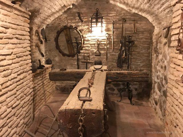 """Recreación de una sala de torturas en el """"Sótano de las torturas"""", en la Calle Hombre de Palo, en Toledo"""