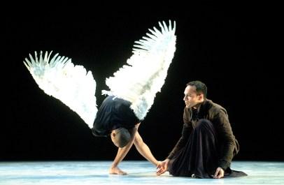 """"""" La Divina Comedia """" Dramo Dramaturgia del Movimiento Festival Internacional de Dança de Almada Portugal 19/10/2001 Foto: Alceu Bett/Ag Espetaculum www.espetaculum.com espetaculum@netcabo.pt"""