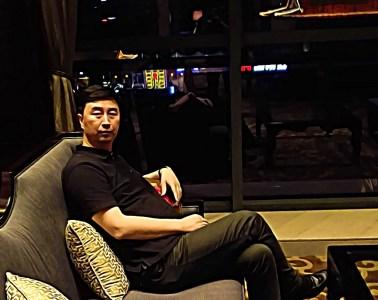 Derrière la cité de la gastronomie de Xi'anse cache Jian Peng Shen, alias le «grand phœnix» de la pub: un businessman fou de luxe et de gastronomie française.