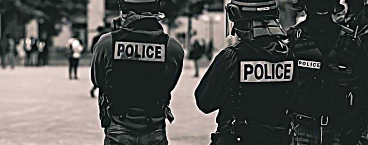 la police pris entre deux feux
