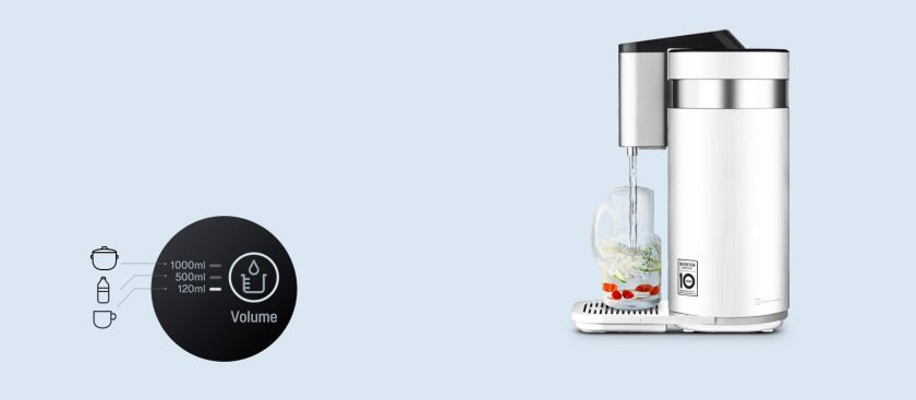 A second image shows the water filter filling a juice decanter. Next to it are three icons for a cup, bottle, and pot and the different amounts to fill them labeled.