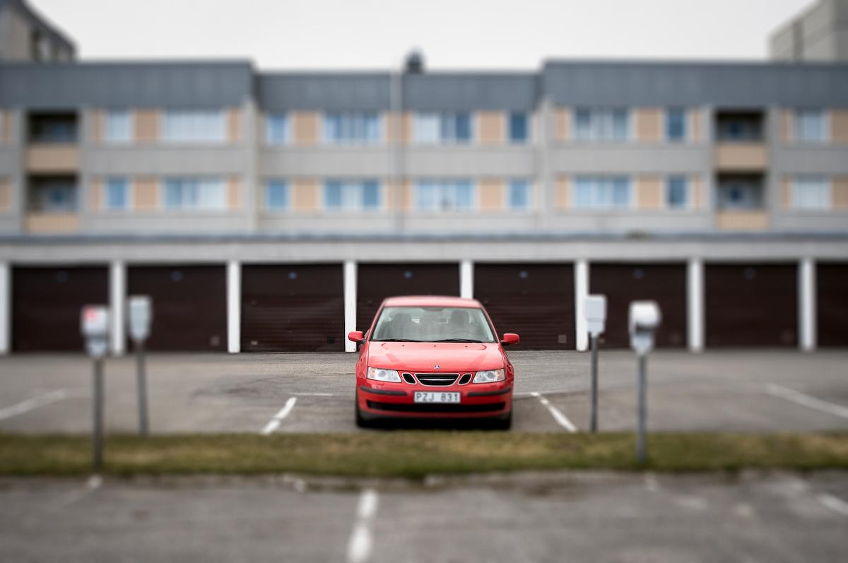 Bil på parkering, Mariehemsvägen, Umeå Foto: Lars-Göran Norlin