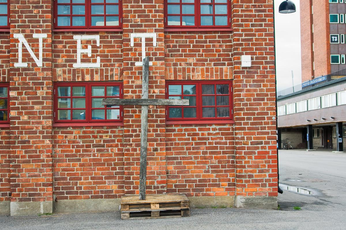 Kors vid Hamnmagasinet, Umeå. Fotograf Lars-Göran Norlin