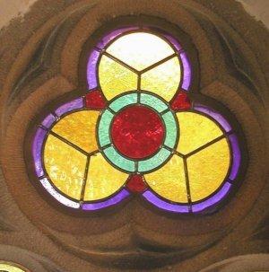 dreieinigkeit-kirchenfenster