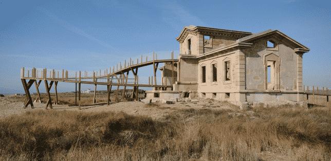 La caserna dels Carrabiners i el Semàfor