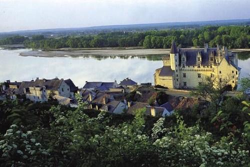 C'est dans le décor où Alexandre Dumas a puisé son inspiration que plusieurs scènes ont été tournée : La Loire et le château de Montsoreau