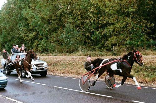 Des courses clandestines sont organisées sur les routes ...