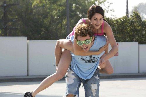 Kat, avec son copain , qui l'aime ... comme une bonne copine