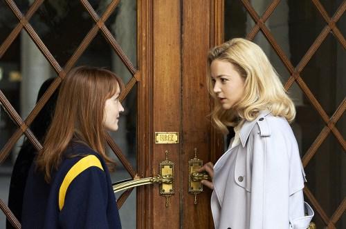 La rencontre entre les deux femmes de notre héros ...