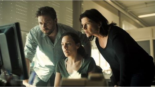 L'inspecteur, la secrétaire et la patrone ( Geert Van Rampelberg, Ina Geerts, Laura Verlinden), sans ordinateur que ferait la police, aujourd'hui ?