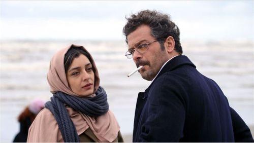 Nahid doit cacher son nouvel amour (Pejman Bazeghi) sous peine d'emprisonnement