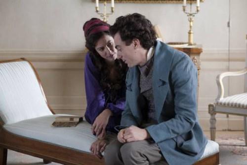 Il aimera secrètement Fanny ( Anna Mouglalis), l'amie d'Antonio , son grand ami, qui lui restera fidèle jusqu'à sa mort