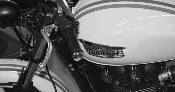 Triumph neuve salon moto légende Paris 2013