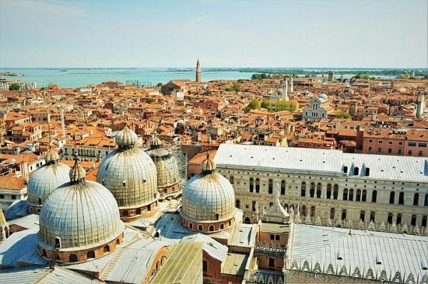 """Photo de Venise: vue sur le toits, vue panoramique du haut de la tour """"Campanile"""""""