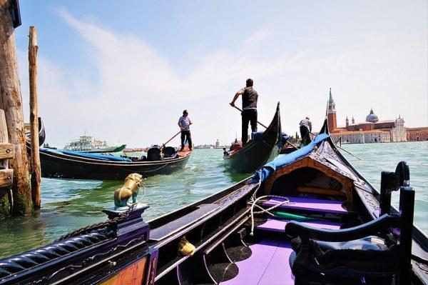 Photo de Gondoles et de Gondoliers à Venise