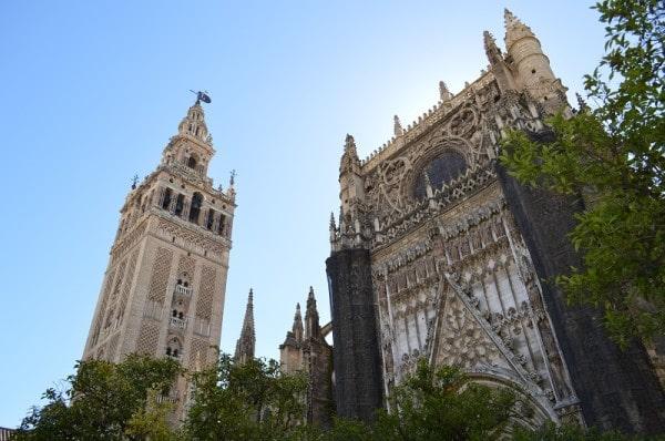 Cathédrale de Séville, Espagne sous le ciel bleu