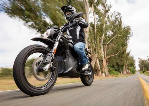 Moto électrique Zero DSR sur la route
