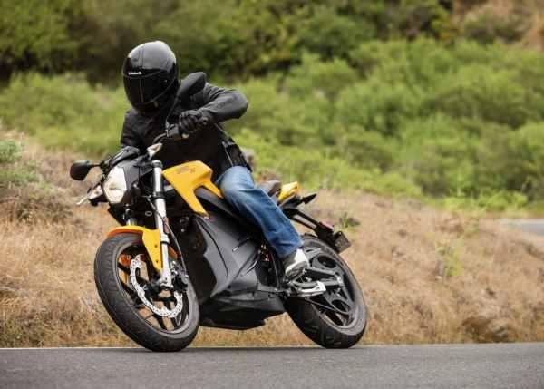 Moto électrique Zero S sur route