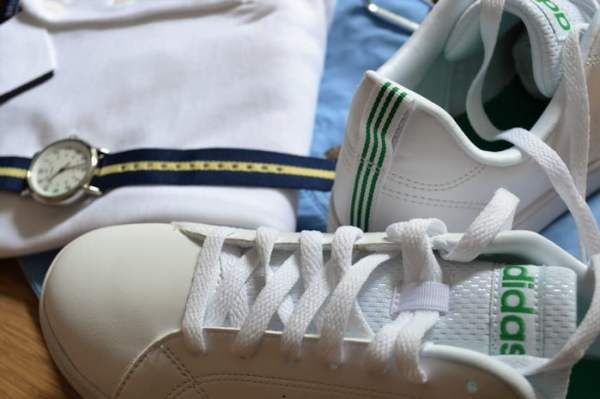Baskets Adidas Advantage blanche homme + look estival