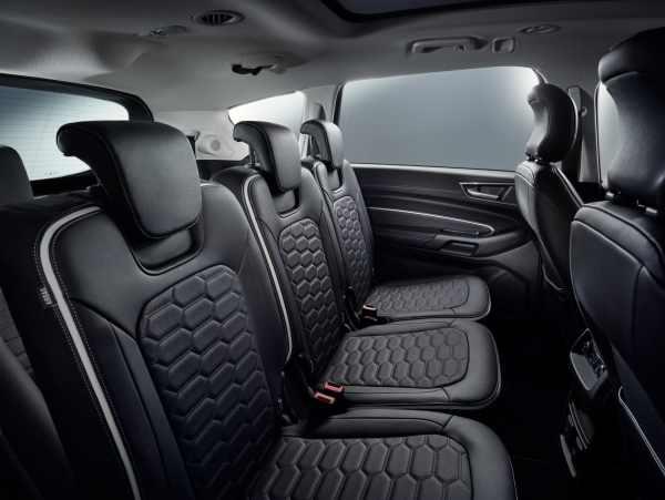 Cabine arrière fauteuils en cuir du Ford S-Max Vignale, modulable 5 ou 7 places