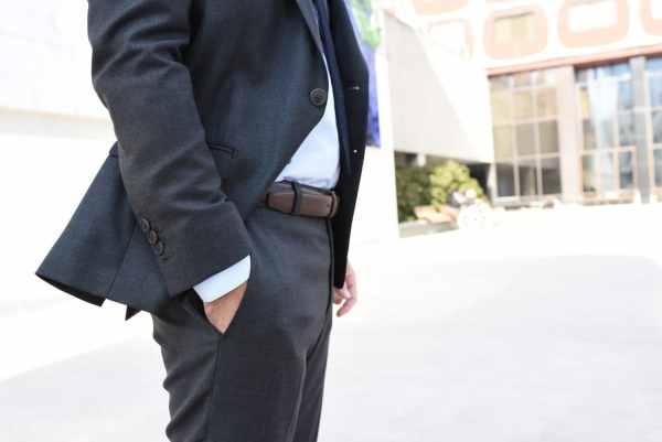 Costume sur-mesure Faubourg Saint Sulpice + ceinture en cuir Loding + chemise Giotho
