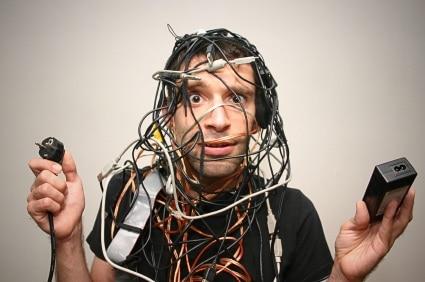 Comment gérer et organiser ses câbles de bureau ?