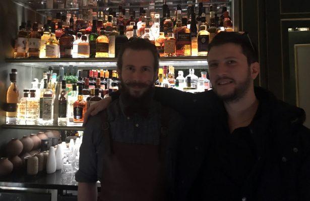 Clément Emery et Gentil Gourmet derrière le Bar