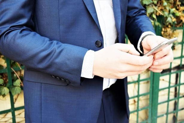 Une matière noble et élégante pour un costume-sur-mesure à porter en plein d'occasions