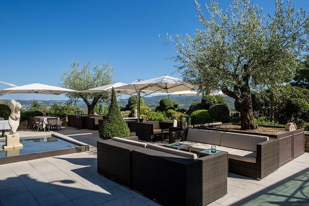 coquillade-village-hotel-spa-terrasse-615x410