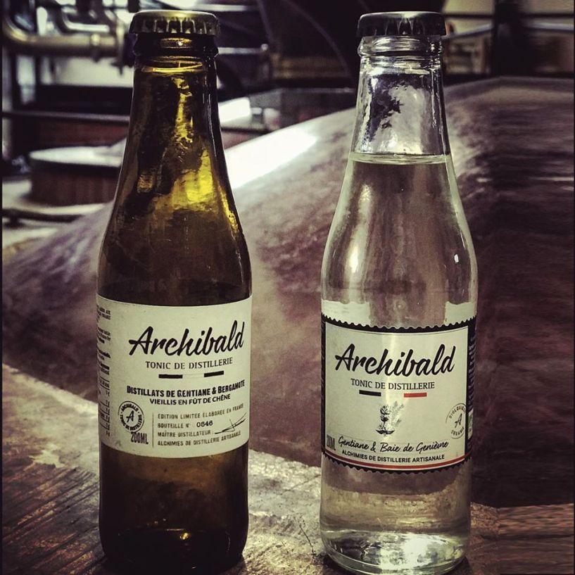 Né en distillerie. Le tonic Archibald trouve son origine dans la distillerie au cœur de la Charente. Issu d'un savoir-faire transmis depuis plusieurs générations, c'est ce qui explique son goût et son caractère différent des autres tonics.