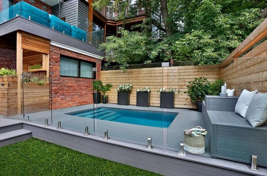 Belle piscine aménagée