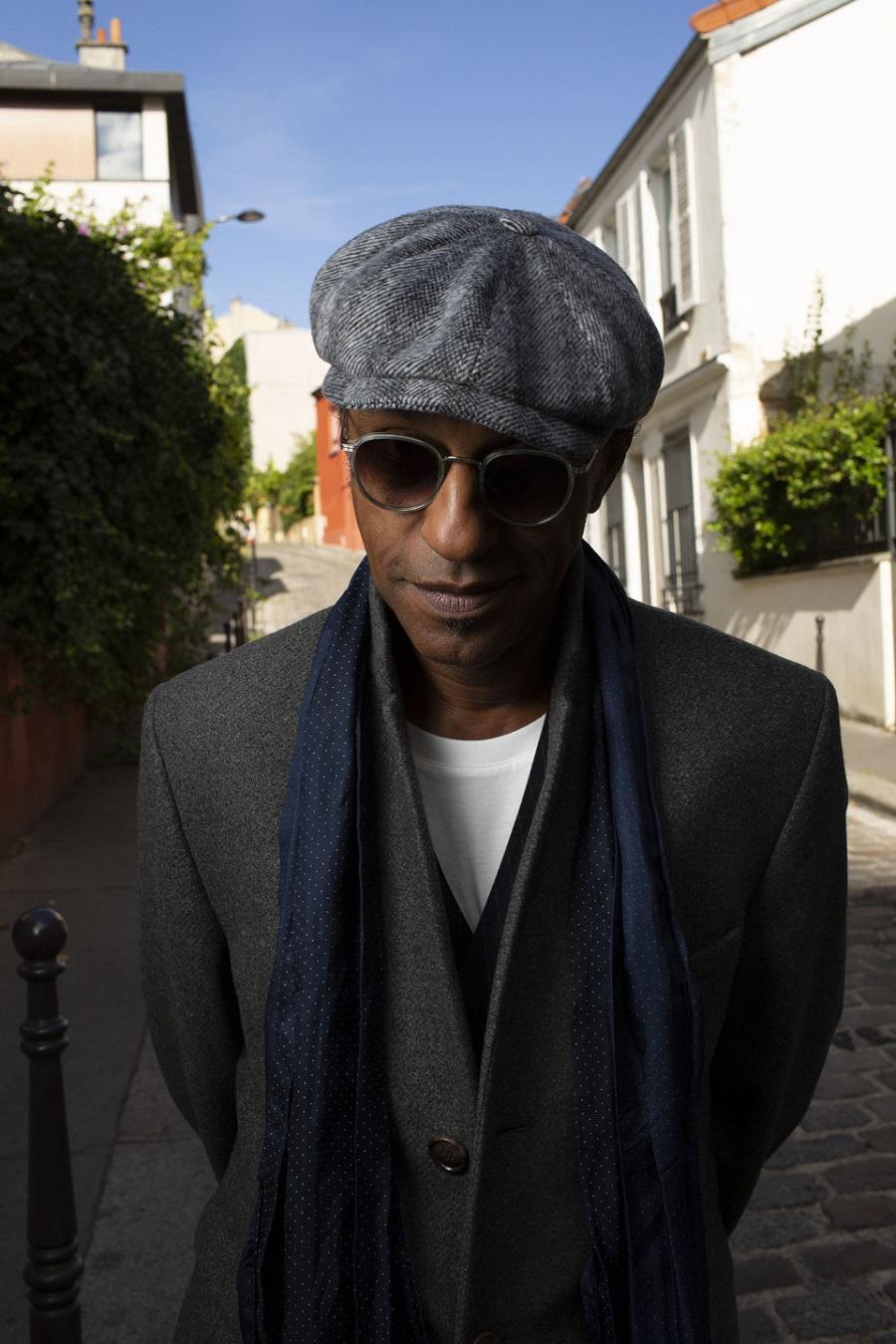 Manu Katché habillé avec style et élégance par Belleville Paris
