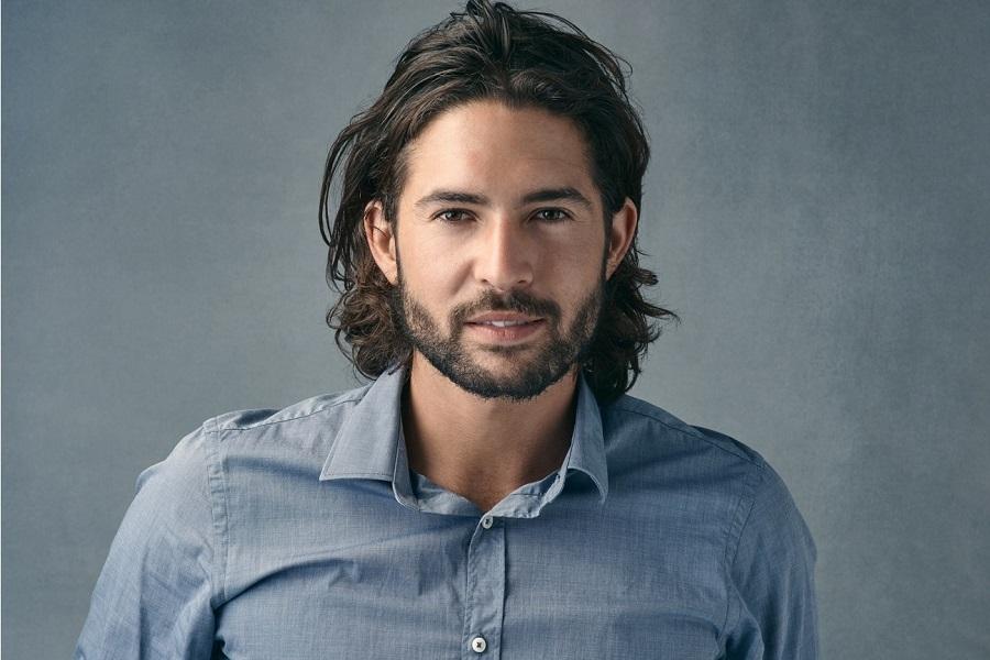 Exemple cheveux mi-longs pour homme