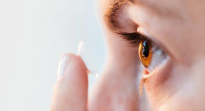 Savoir mettre et retirer ses lentilles de contact