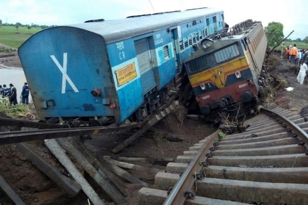 Floods derail two trains in India